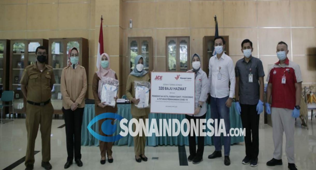 Pemkot Tangerang Selatan Terima 320 Baju Hazmat Dari CSR Ace Hardware