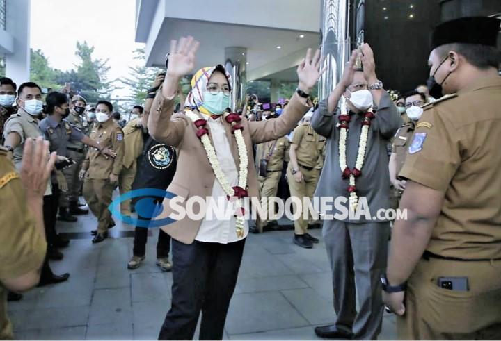 Pemerintah Kota Tangerang Selatan Lakukan Serah Terima Jabatan  Airin-Benyamin Berikan Memori Sertijab PLH Walikota