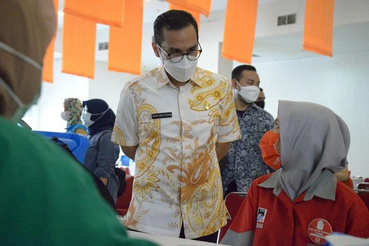 Pilar Meninjau Vaksinasi Tahap Kedua di Teras Kota